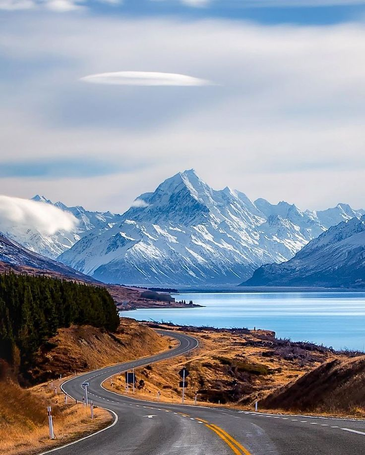 Bill ✔️ Beautiful, blue Lake Pukaki, with magical Lenticular Cloud settled above Mount Cook, New Zealand.    Bill Gibson-Patmore.  (curation & caption: @BillGP). Bill✔️
