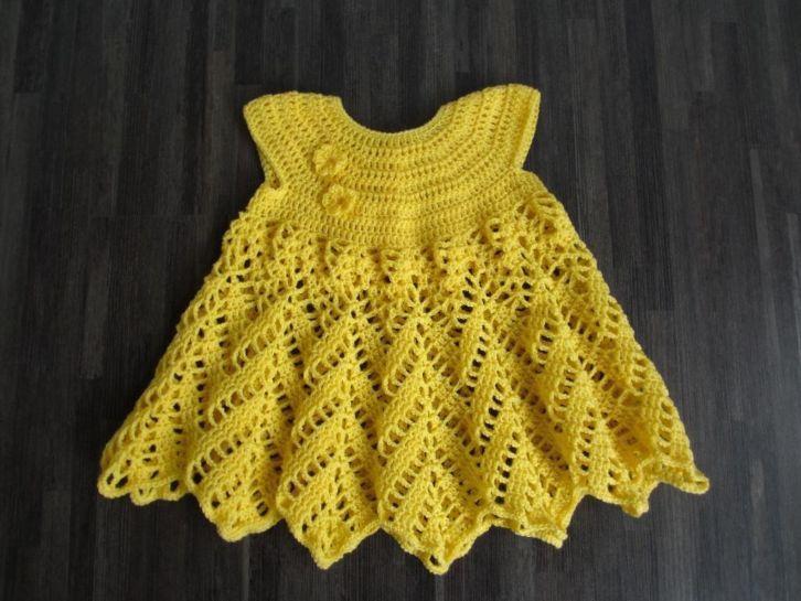 gehaakt geel jurkje met bloem: http://link.marktplaats.nl/m931956566