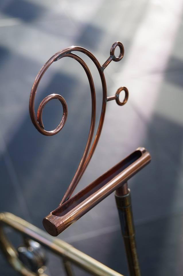 Passive smartphone trombone speaker, bass clef support for the phone.