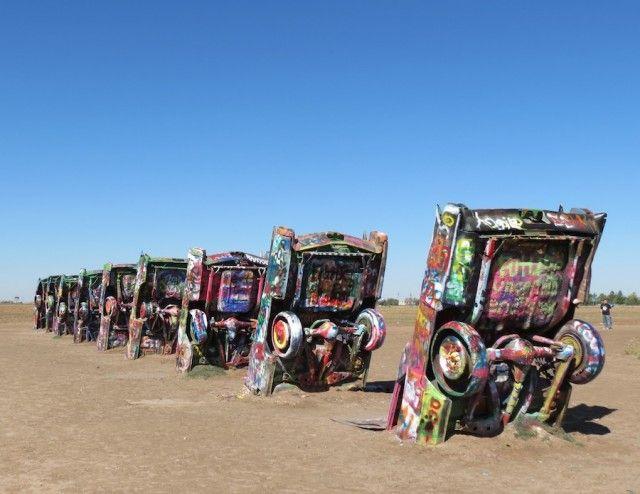 Cadillacs plantées dans le sol à Amarillo dans le nord du Texas
