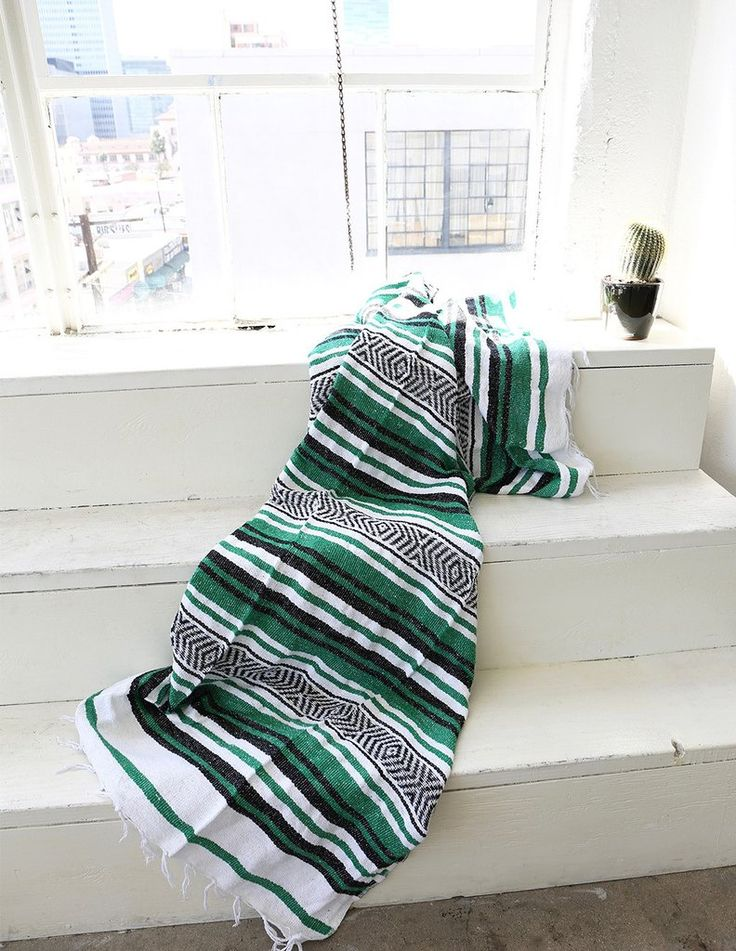 Vera Cruz Mexican Blanket - Green / White / Black @homiesdecor