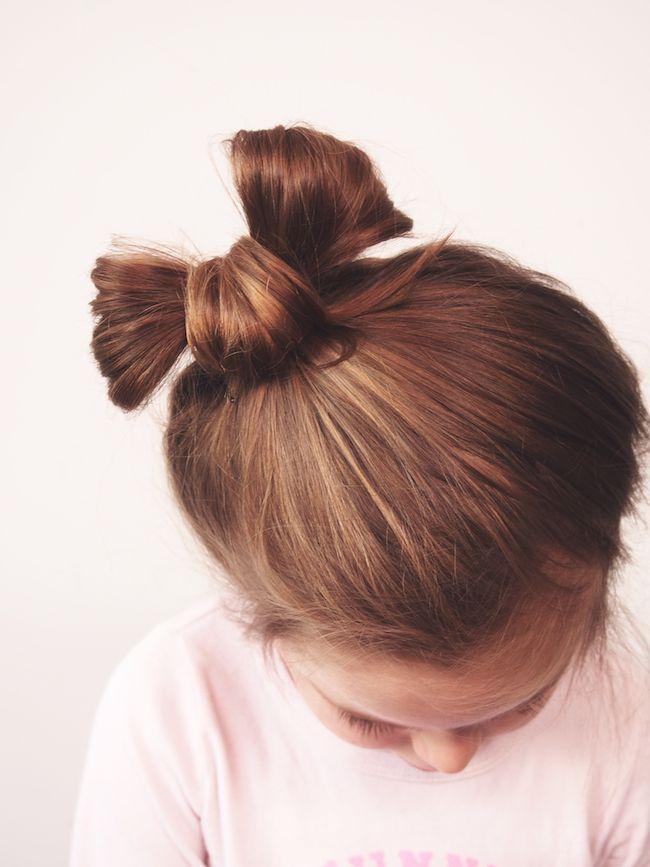 Tuto en image du chignon nœud papillon. Très facile à faire sur des cheveux de mi-longs à longs de préférence lisses.