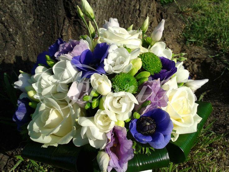 svatební kytice růže anemony frézie eustoma