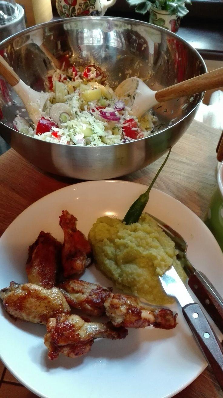 proteine-pulpe la grătar cu piure de conopidă(canopida,usturoi,sare ,piper si 2 linguri de smantana-intra la grasimi permise) cu salata de varza