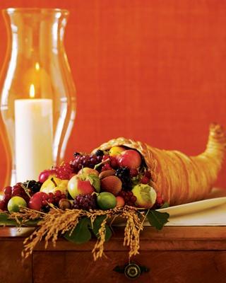 Cores: marrom, verde, amarelo, vermelho.   Ervas: alecrim, calêndula, sálvia, noz, folhas e cascas, visco, açafrão, camomila, folhas de amêndoa, frankincenso, rosa, agridoce, girassol, trigo, folhas de carvalho, maçã seca ou sementes de maçã.   Pedras: âmbar, peridoto, diamante, ouro, citrino, topázio amarelo, olho-de-gato, aventurina.   Comidas e Bebidas Sagradas: abóboras, todos os tipos de grãos, pães, bolos, todos os tipos de raízes, batatas, nozes, sidra com canela, vinho.