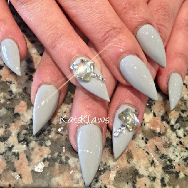 I wish i could have nails like this for one day.