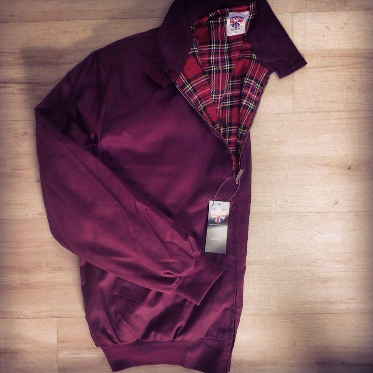 Idealna na zimne poranki i wieczory - Harringtonka. Ponownie dostępna w kolorze bordowym od Warriora w rozmiarach M, L, XL, XXL  http://col.com.pl/on/kurtka_classic_harrington_jacket_warrior_maroon  #warriorclothing #harringtonka #harrington #burgundy #col #clothesoflondon