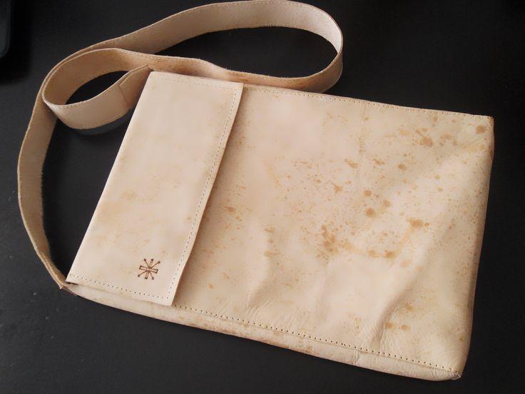 Venta de maletines de cuero A PEDIDO, diseño y  dibujo en pirograbado a elección del cliente.