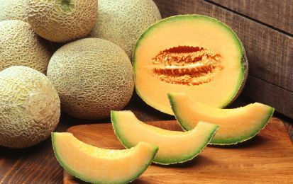 Melone: proprietà e valori nutrizionali - Il melone ha molte proprietà: è antistress, antiossidante, protegge le ossa, aiuta l'intestino pigro. In tema di valori nutrizionali, 90% acqua e 33 calorie per ogni 100 grammi.