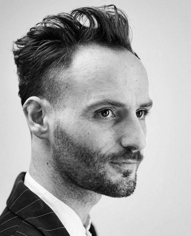 Die Besten Tricks Um Geheimratsecken Zu Kaschieren Frisur Hohe Stirn Mann 2019 Frisur Geheimratsecken Geheimratsecken Haarschnitt Ideen