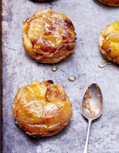 25 tartes tatins faciles à réaliser qui ne nécessite qu'une poignée d'ingrédients : http://www.elle.fr/Elle-a-Table/Que-faire-avec/idees-de-menus/25-tatins-faciles-pour-s-y-mettre