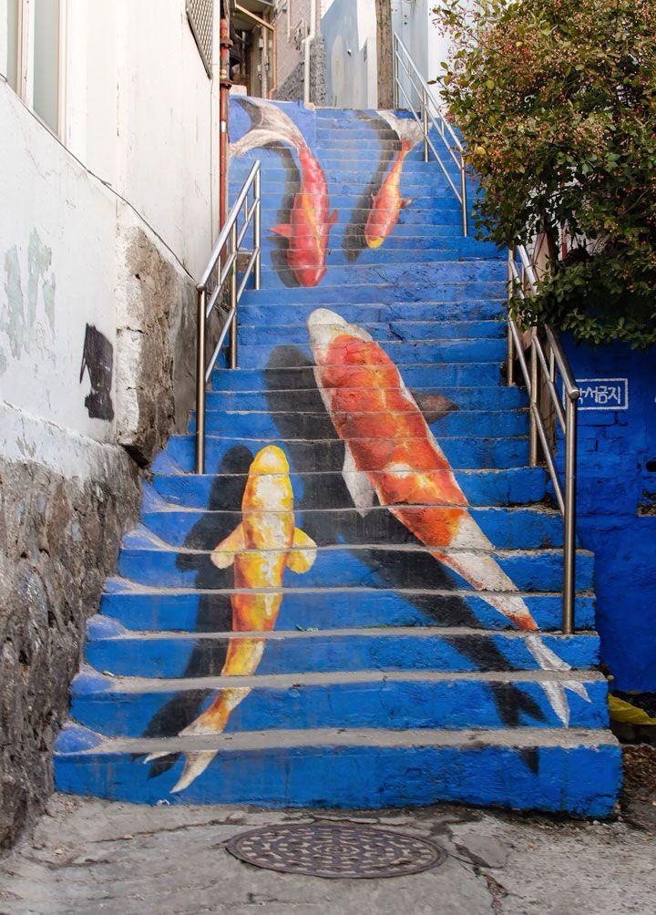 Quand on parle de street art, on s'imagine souvent des fresques imposantes sur des murs. Mais il n'y a pas que les édifices qui sont l'objet de cet art urbain, les marches d'escalier peuvent également profiter de l'inspiration de certains artistes. \Cliquez sur la photo pour le diaporama   escalier-couleurs-monde-decoration-art5