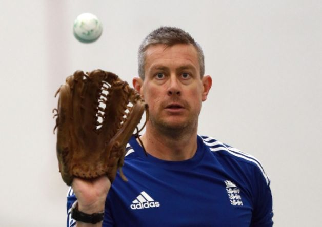 Lancashire have appointed former England spinner Ashley Giles as the club's new cricket director and head coach.