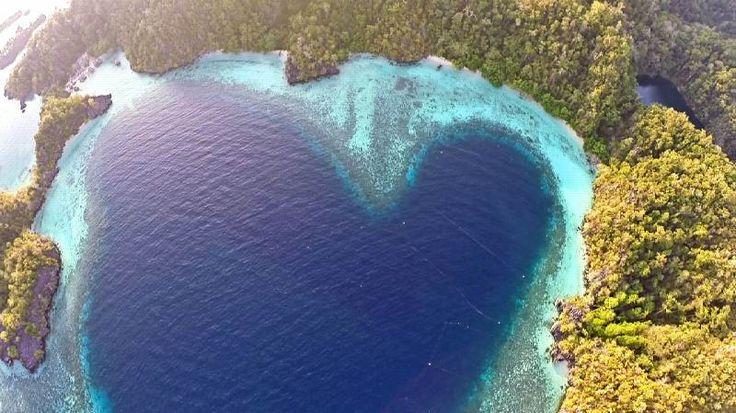 Teluk Cinta di Pulau Labengki, Konawe Utara, Sulawesi Tenggara #indonesiaworthit