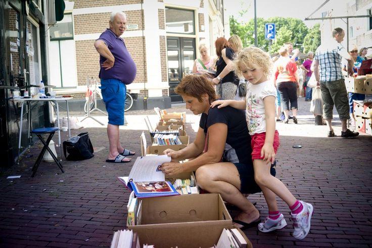De Deventer boekenmarkt viert haar zilveren jubileum - nrc.nl
