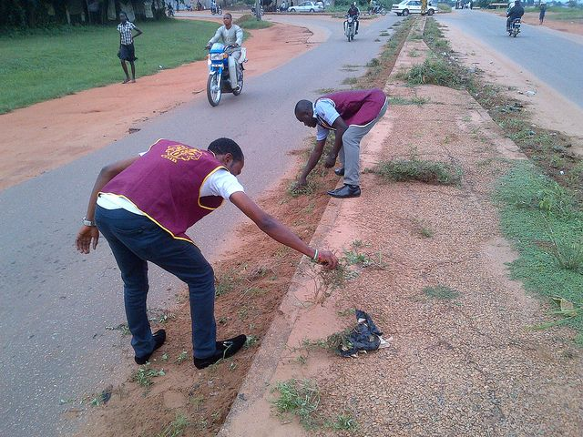 Federal Polytechnic Ilaro Leo Club (Nigeria) | Leos held a community clean up project to gain exposure