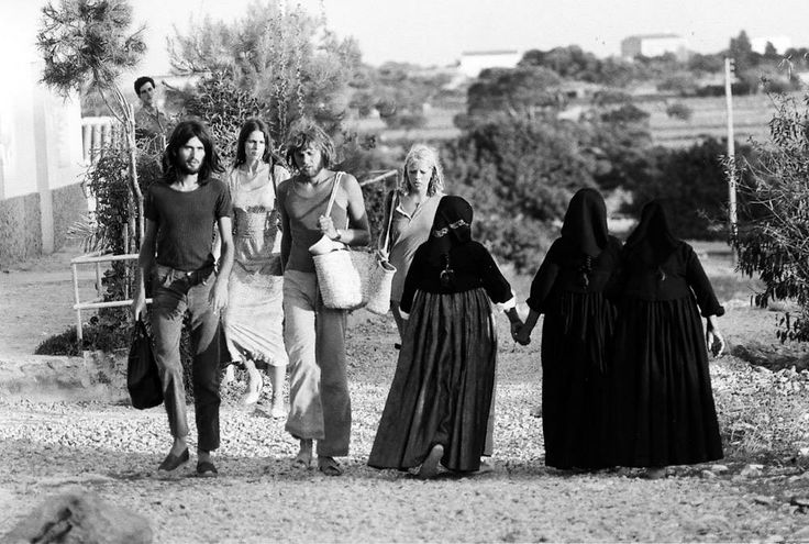 Just love this pic, how it represents the change that has occurred in #Ibiza in the last 40 years and the mixture of local tradition with tourism.
