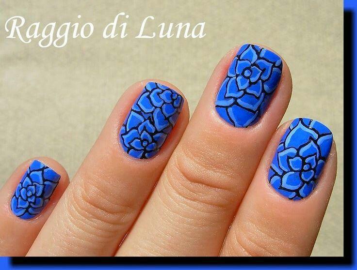 Lotus black and blue nailart #nailart #nails #black #blue #lotus