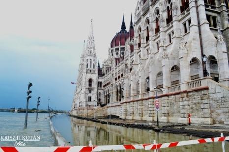 Az árvíz, ahogy ti látjátok 2.|Szeretlek Magyarország