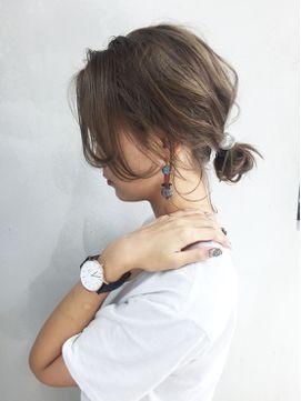 ワンサイドユルシニョンアレンジ_ba48943 - 24時間いつでもWEB予約OK!ヘアスタイル10万点以上掲載!お気に入りの髪型、人気のヘアスタイルを探すならKirei Style[キレイスタイル]で。