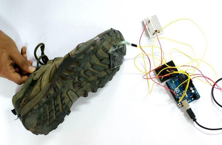 Il Beat Feet è stato progettato e realizzato lo scorso gennaio durante il MIT Media Labs Design Innovation workshop al PESIT Bangalore da un team di quattro cervelloni che hanno attaccato un sensore alla suola di una scarpa e l'hanno collegato a un processore Arduino che a sua volta sfrutta il software S2MIDI per convertire il tutto in MIDI.