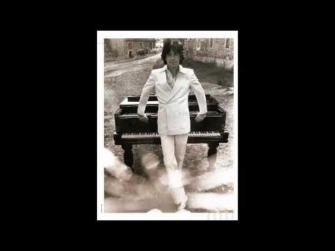 Alain Chamfort - Manureva. Discover a strong hypnotic bass guitar & romantic synth sound pattern ! Words : Serge Gainsbourg. Music : Alain Chamfort & Jean-Noël Chaléat. The world of AC : http://alainchamfort.artiste.universalmusic.fr/