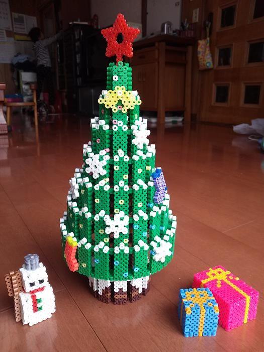 3D Christmas tree perler beads by Yasuyuki F.