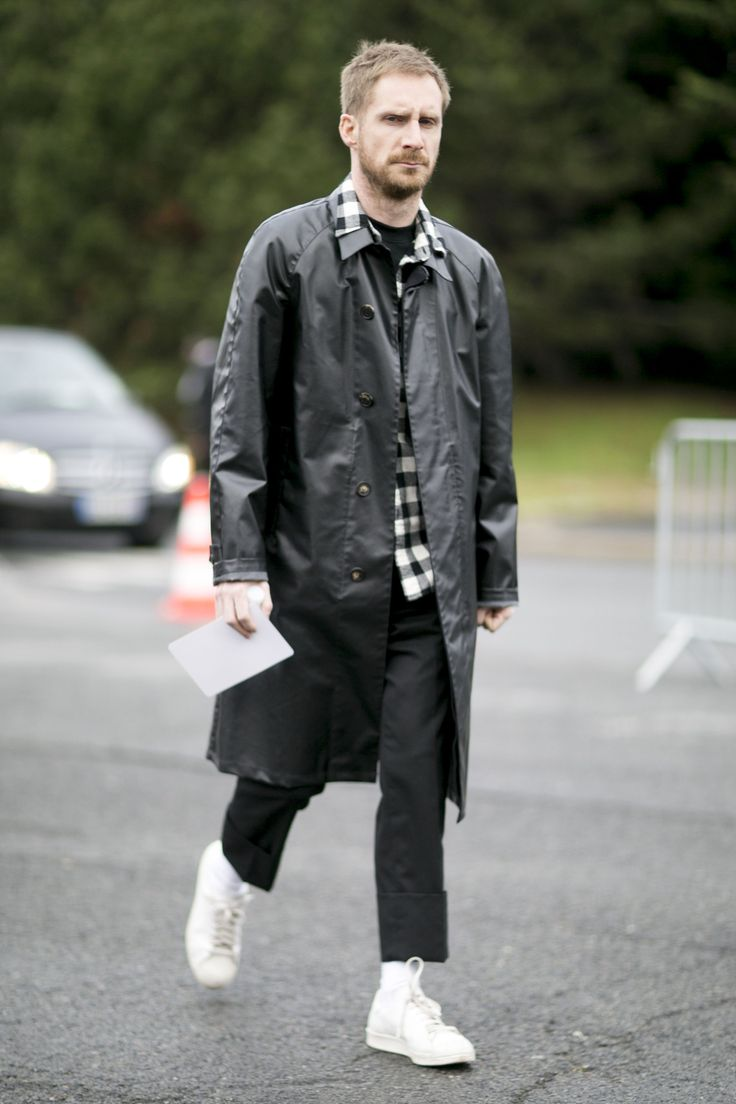 Sneakers are so dashing matched with checked shirt and leather overcoat. #menstyle #streetstyle #menfashion #checkedshirt #leatherovercoat #streetfashion