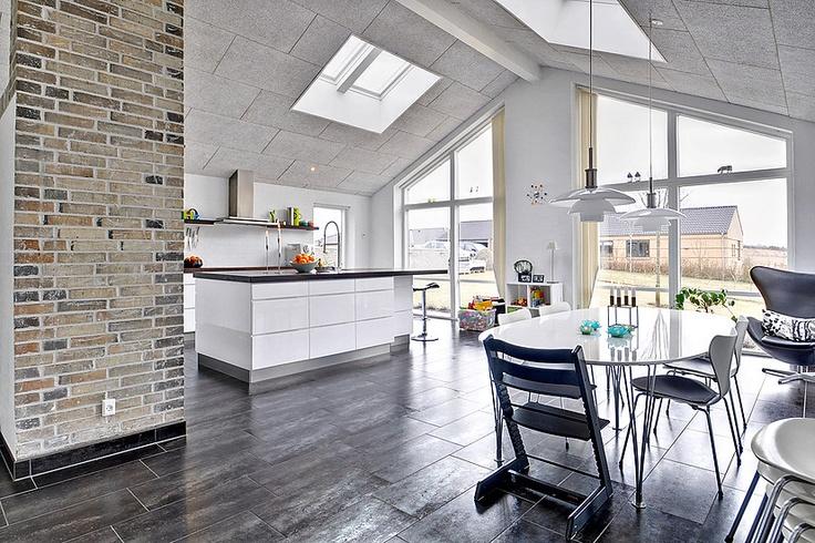 Flot køkken rum... klik for fotos af boligen. http://www.robinhus ...