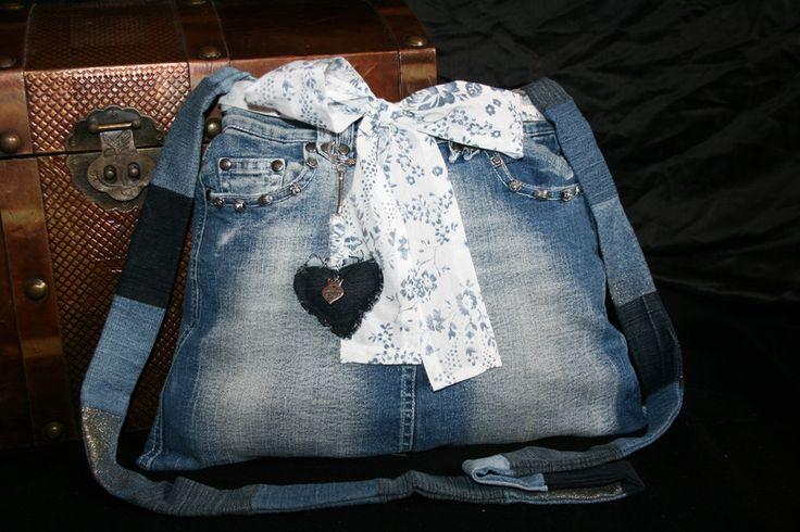 Umhängetaschen - Jeanstasche blau, Umhängetasche, Handtasche - ein Designerstück von Angelas_Kreativwelt bei DaWanda