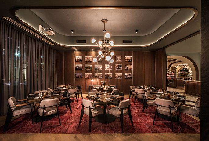 Swift & Sons | Luxury Hotels, Contract Furniture, Lighting Design | #luxuriousinteriors #hospitalitydesign #bardesign |More: http://brabbucontract.com/projects