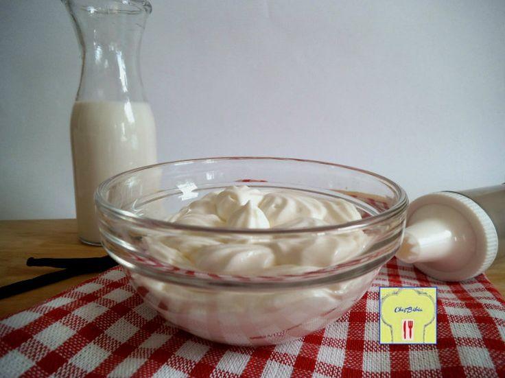 Crema al latte: ricetta di base facile e versatile per farcire dolci e torte, ma anche come delizioso dolce al cucchiaio