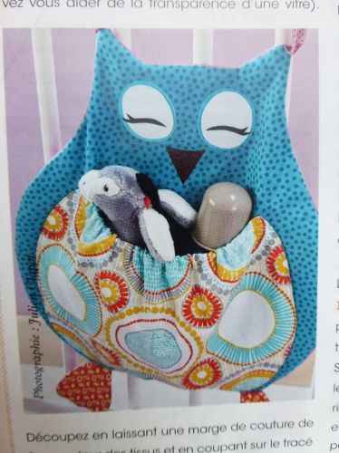 DIY range pyjama chouette : tuto range pyjama chouette réalisé par Catherine Martini pour le magazine Passion couture Hors série enfant n°3 crédit photo Julien Clapot