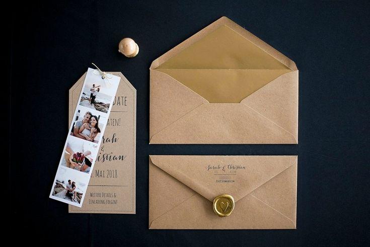 Kraftpapier Save the Date Karte DinLang, brauner Briefumschlag Kraftpapier, Siegelstempel, Siegelwachs Gold, Adressstempel, Fotostreifen - Von Anmut und Sinn :)