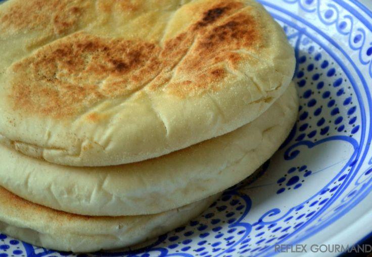 Ce pain turc est un un vrai délice et facile à préparer.Il est moelleux à souhait et léger en bouche.Je voulais retrouver le même pain qu'on retrouve dans les kebabs et résultat: il est meilleur! La recette vient d'un blog turc (merci Google traduction!).Je...