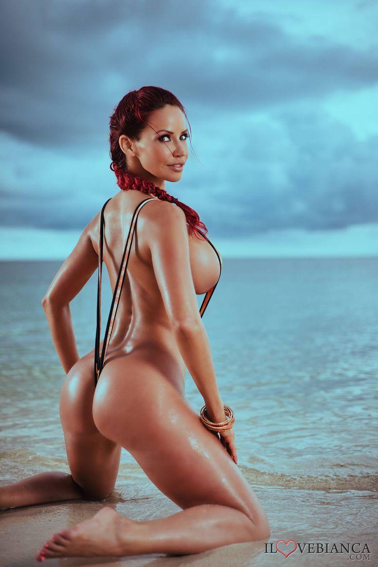 Curvy nude black babe