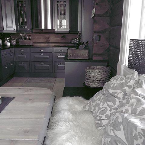 Straks ny uke og nye muligheter✨ Vi nyter livet på fjellet i noen dager til 😊#fjellhytte #cabin #cottage #123interior #123hytteinspirasjon #hytteliv #vakrehjemoginteriør #vakrehytteroglandsteder #ninterior #interior4all #interior125#fjellhytte
