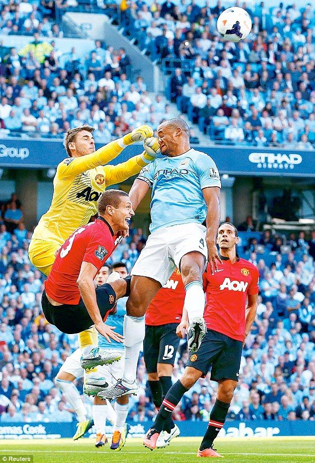 De Gea catches Kompany but the skipper soldiered on