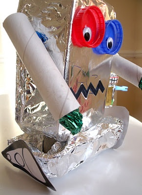 Junk-Model Robots via @MakeDoAndFriend