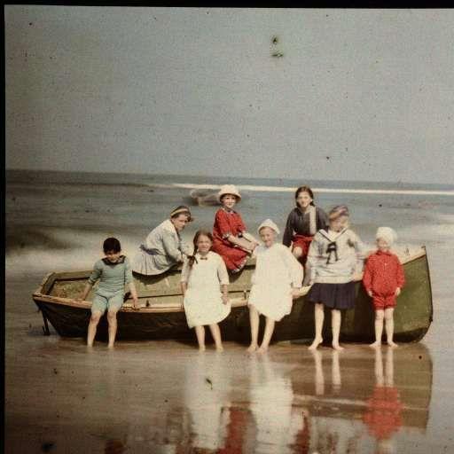 Eight Children by a Sloop, North Sea Coast, Anonymous, c. 1922 - c. 1930 - Rijksmuseum