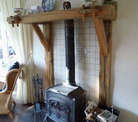 Rustieke houten schouw in boerderij - Eiken schouw - landelijke stijl schouw
