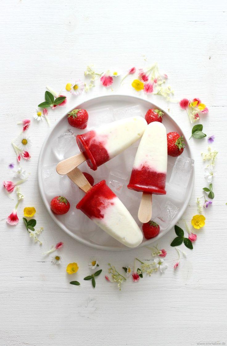 Selbstgemachtes Bio-Erdbeereis mit Holunderblüten-Joghurt