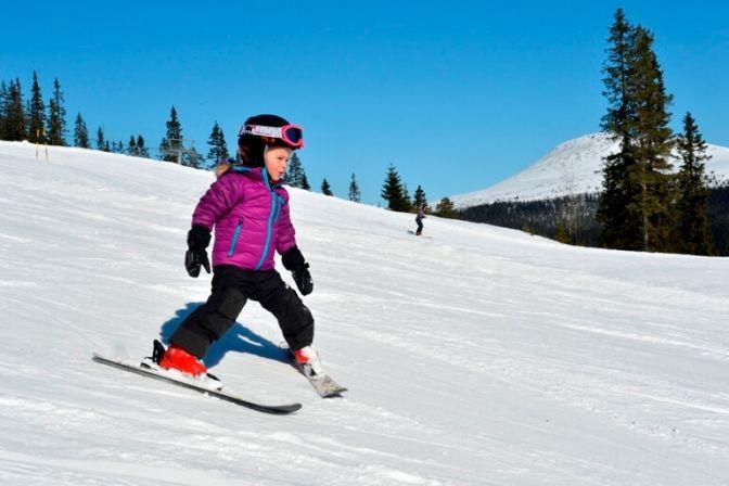 SVERIGE: Skisæsonen i Sverige er allerede i gang, efter at der er faldet godt med sne midt i landet. Et af de mange skisportssteder er Branäs. #ski #skiferie #Sverige #ferie #rejser