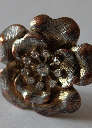Kaufe meinen Artikel bei #Kleiderkreisel http://www.kleiderkreisel.de/accessoires/ringe/72947146-blumen-ring-mit-glitzersteinen