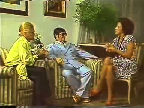 Entrevista de Chico Xavier para Hebe Camargo no Natal 1987 - http://www.agendaespiritabrasil.com.br/2016/12/24/entrevista-de-chico-xavier-para-hebe-camargo-no-natal-1987/
