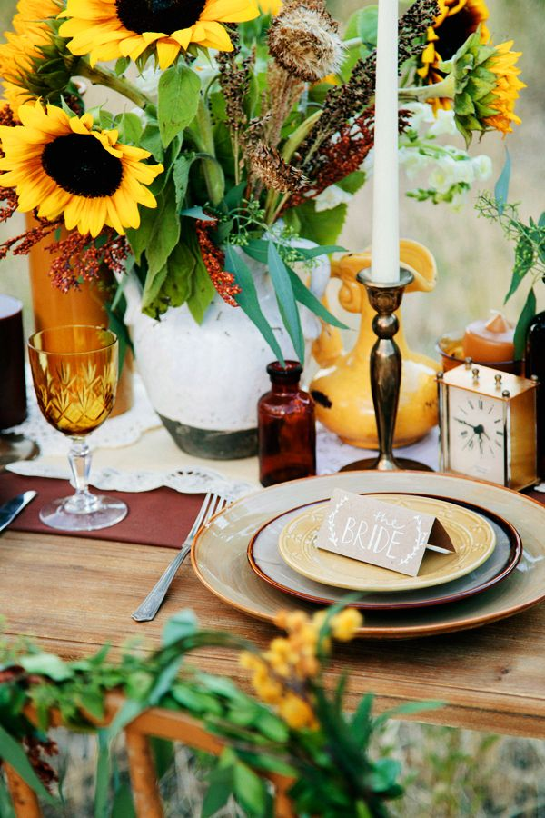 festive fall table setting. #fall #thanksgiving #sunflowers