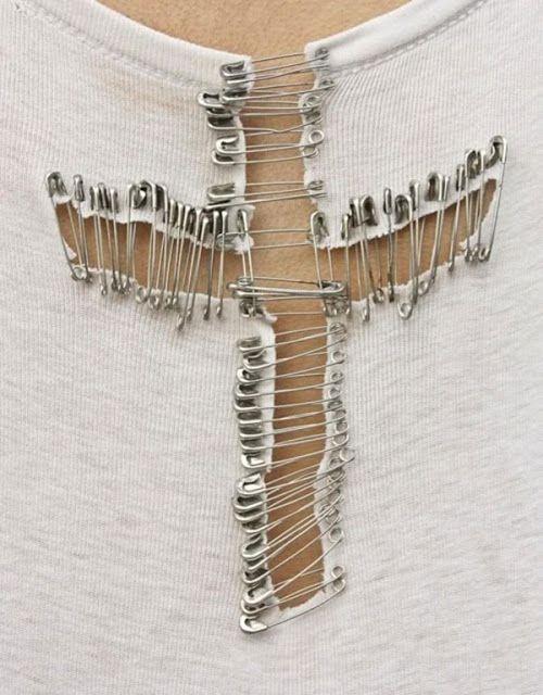Coco 的美術館: DIY T- Shirt Redesign Ideas (part 3)--DIY T- Shirt Redesign : Weaving/ Pin