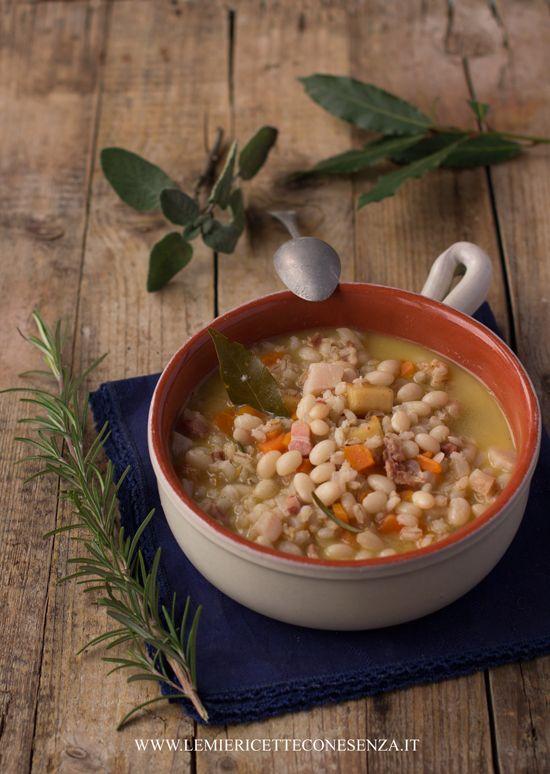 Zuppa di fagioli, orzo, croste di PArmigiano ed erbe aromatche di Paola
