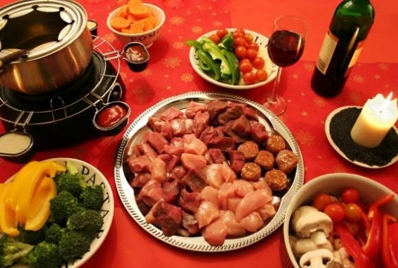 Fondue at La Kuh SteakhouseAppetizersparti Food, Chine Fondue, Fondue Parties, Recette Fondue, Fondue Chinois, Healthy Food, Fondue Recipe, Meat Fondue, Fondue Bourguignonn