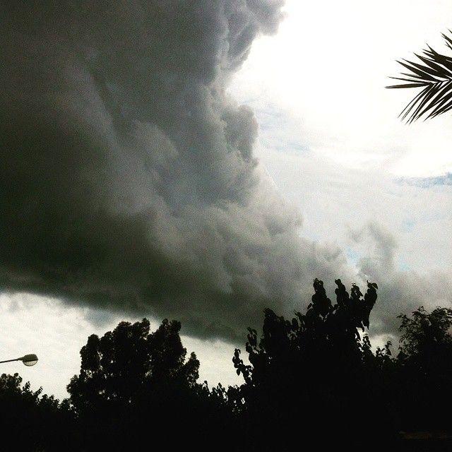'Se acerca el #invierno' #winteriscoming #GoT #Benicàssim #Benicassim #tormenta #cielo #miedo #nubes #junio #OMG #instalike #instamonday #felizlunes